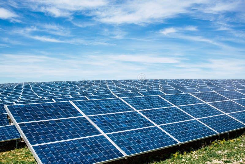 Парк панели солнечных батарей стоковое фото rf