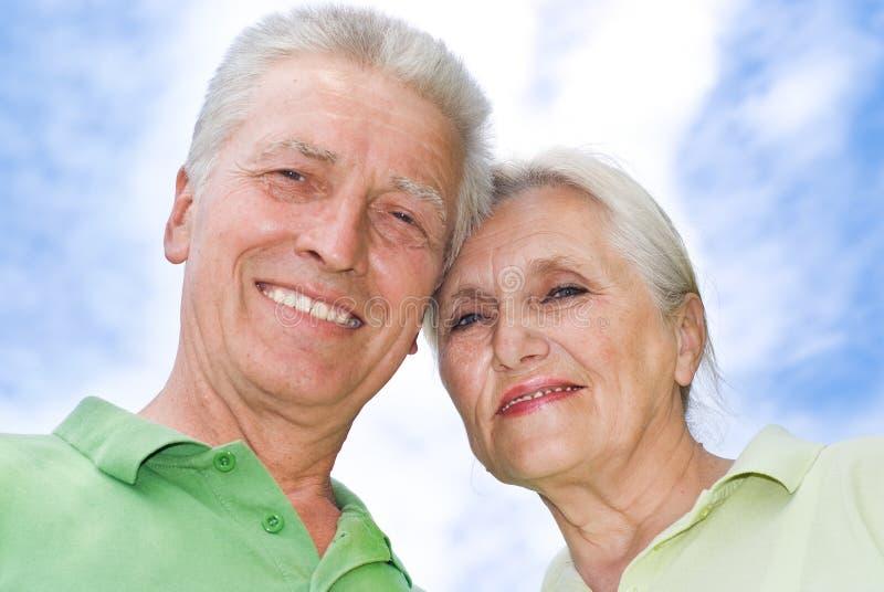 парк пар пожилой счастливый стоковое изображение rf