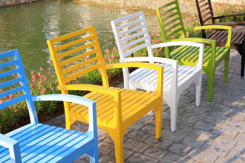 парк стулов ослабляет стоковая фотография rf