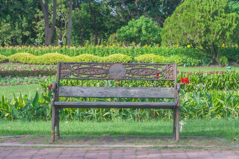 Парк стула сада металла публично, стоковое изображение rf