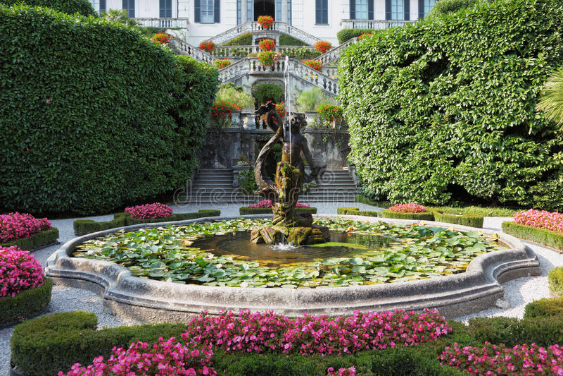 парк фонтанов пышный стоковая фотография