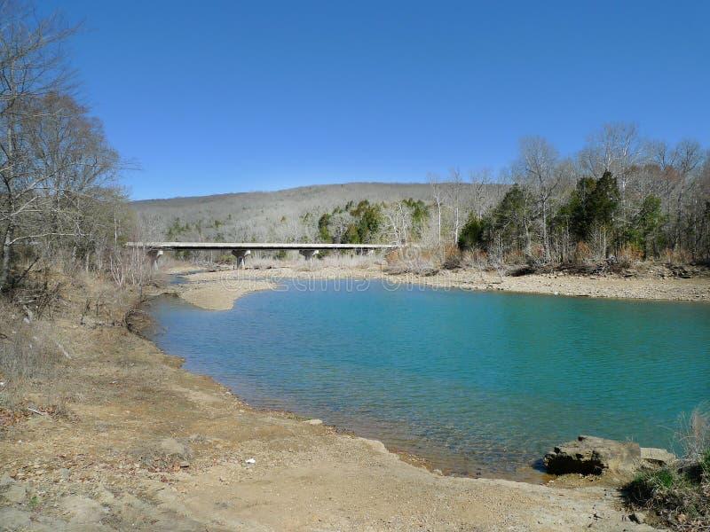 Парк штата вертепа ` s дьявола, открытое море Арканзаса и мост стоковое фото