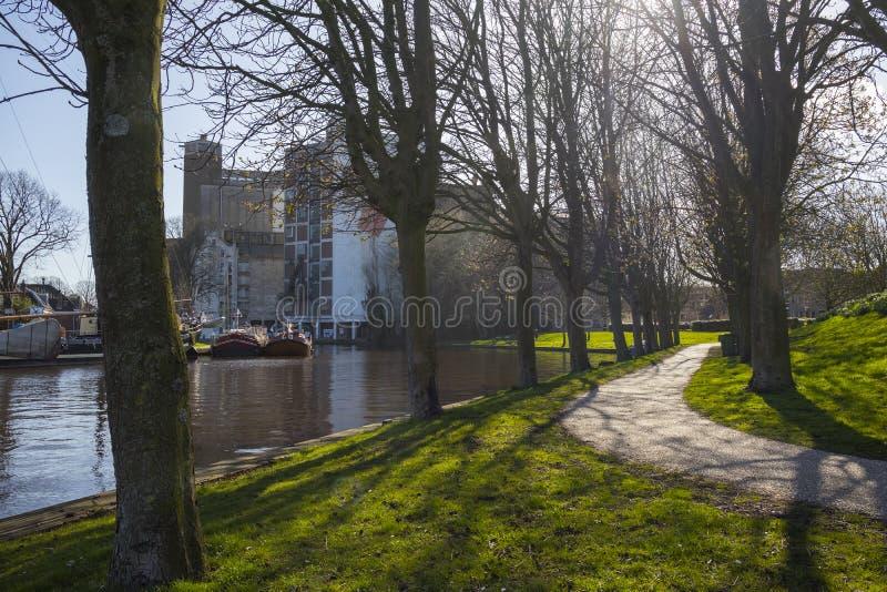 Парк Anker со шлюпками и Meelfabriek строя на заднем плане стоковая фотография rf