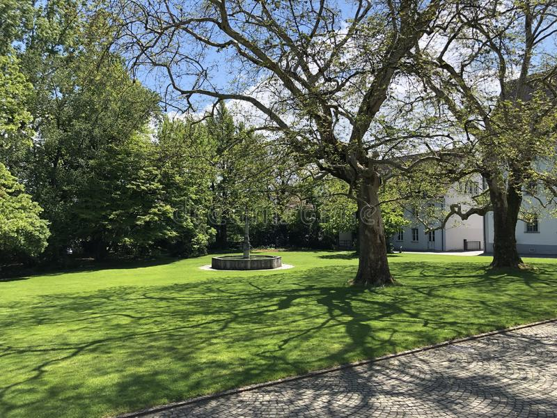 Парк Augustinian монастырем Crucelin или аббатством Kreuzlingen, Швейцарией стоковая фотография