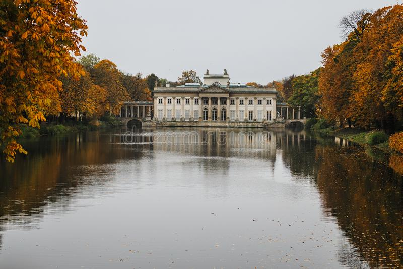 Парк azienki  Å в Варшаве Польша стоковая фотография