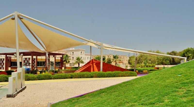 Парк Delma в Абу-Даби - стальная структура с клонит стоковые изображения rf