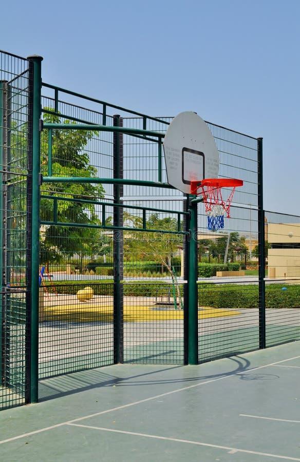 Парк Delma - спортивная площадка и сеть баскетбола стоковое изображение