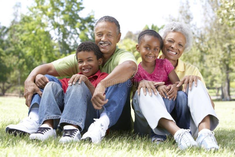 парк grandparents внучат стоковое фото