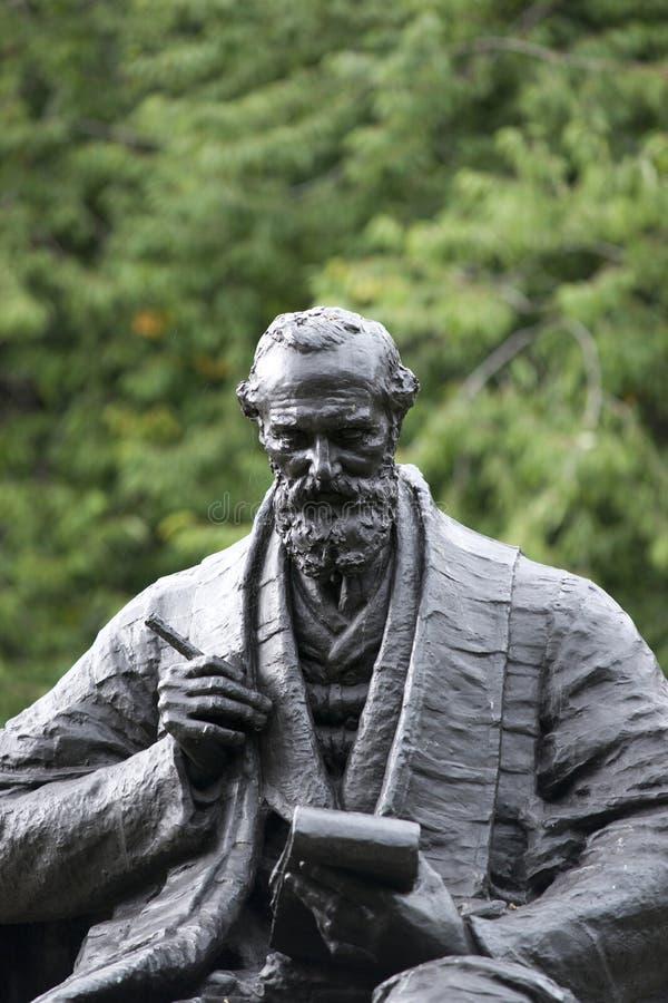Парк Kelvingrove, Глазго, Шотландия, Великобритания, сентябрь 2013, статуя и мемориал к лорду Кельвину стоковые изображения