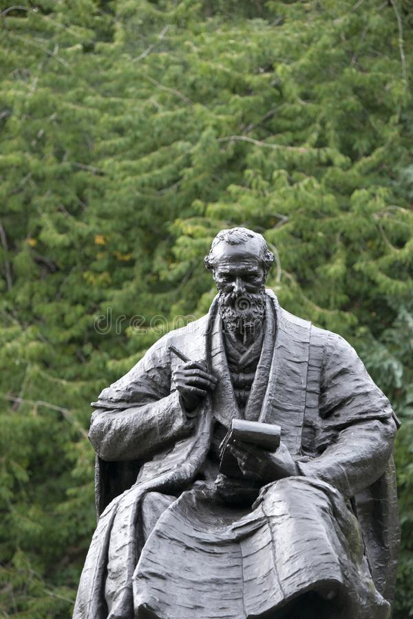 Парк Kelvingrove, Глазго, Шотландия, Великобритания, сентябрь 2013, статуя и мемориал к лорду Кельвину стоковые фото