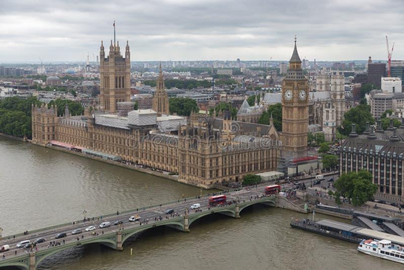 Парламент Великобритании Лондона увиденный от колеса тысячелетия стоковое изображение