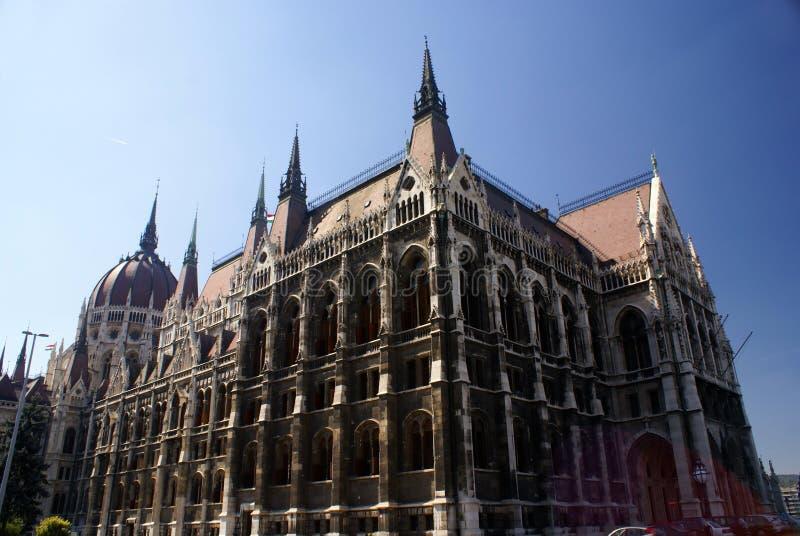 парламент Венгрии зданий budapest угла широко стоковое фото