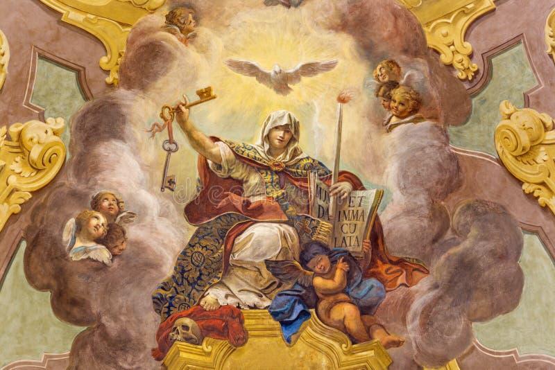 ПАРМА, ИТАЛИЯ - 16-ОЕ АПРЕЛЯ 2018: Потолочная фреска триумфа вероисповедания - della Religione Trionfo в церков Chiesa di Сан Vit стоковое изображение rf