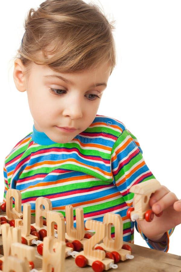 паровоз девушки сыграл игрушку пара деревянную стоковое изображение rf