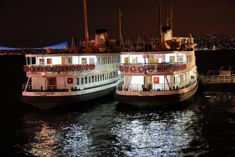 2 парома Стамбула стоковая фотография