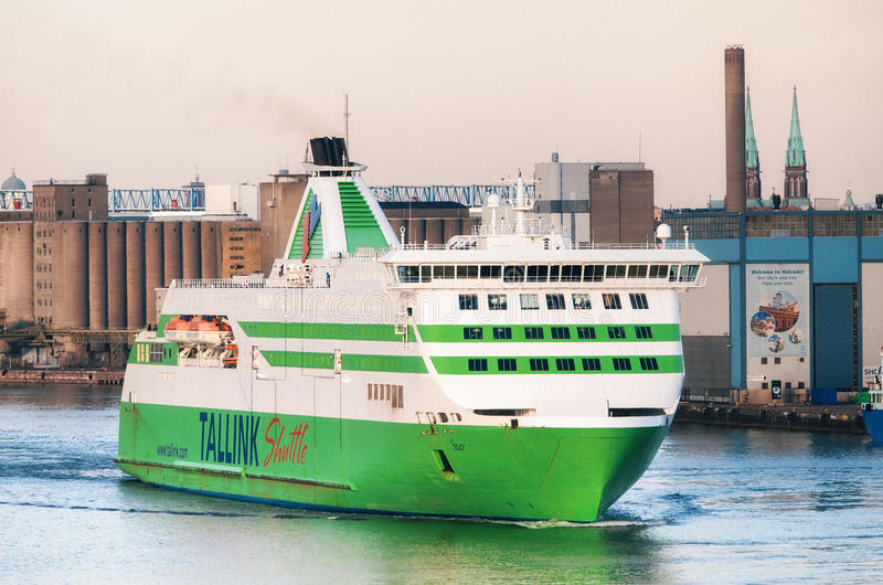 Паром в порте Lansiterminaali пассажира в Хельсинки стоковая фотография