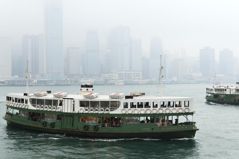 Паром звезды приезжает к пристани Kowloon в Гонконг, Китай стоковая фотография rf