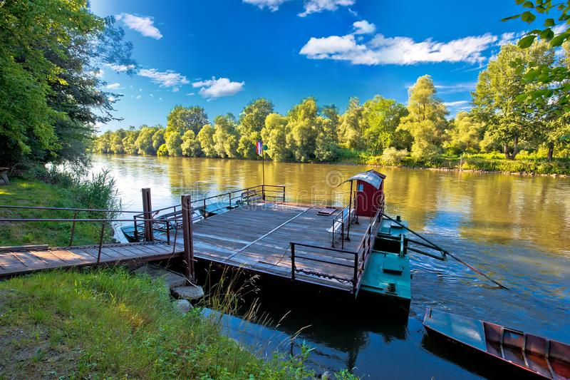 Паром на реке Мураы в взгляде зоны Medjimurje стоковое фото rf