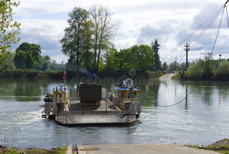 Паром на реке Willamette на Buena Vista стоковое изображение rf