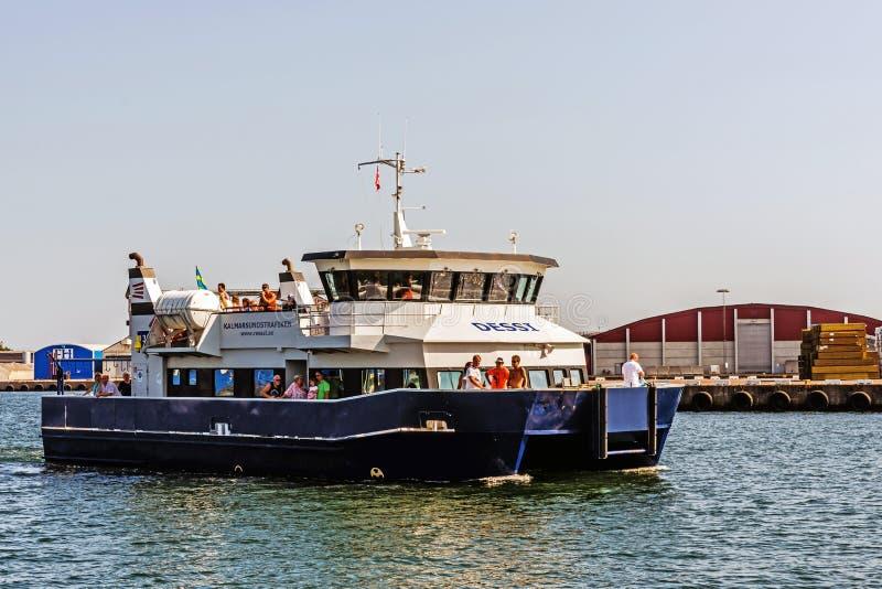 Паром причаливая порту Kalmar стоковая фотография rf