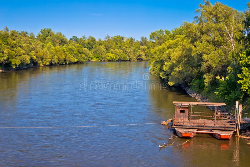 Паром реки Мураы и зеленый ландшафт стоковое фото