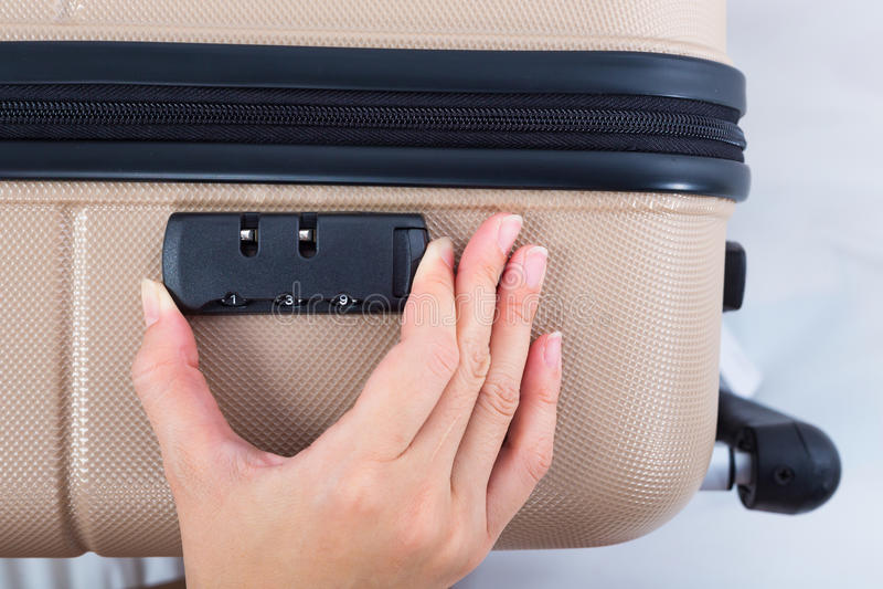 Пароль на чемодане, концепция замка сумки багажа перемещения стоковое изображение rf