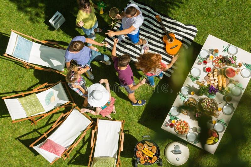 Партия барбекю с музыкой лета стоковые изображения rf