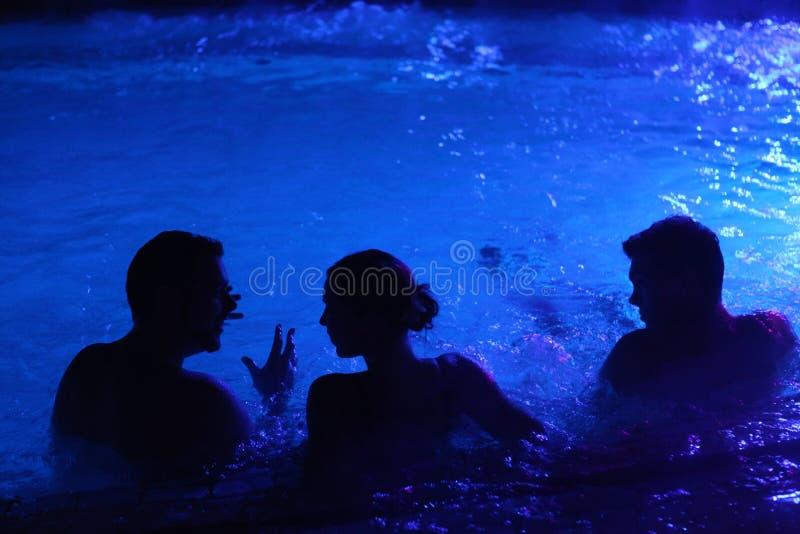 Партия ночи в термальной ванне в Будапеште, Венгрии стоковое фото rf