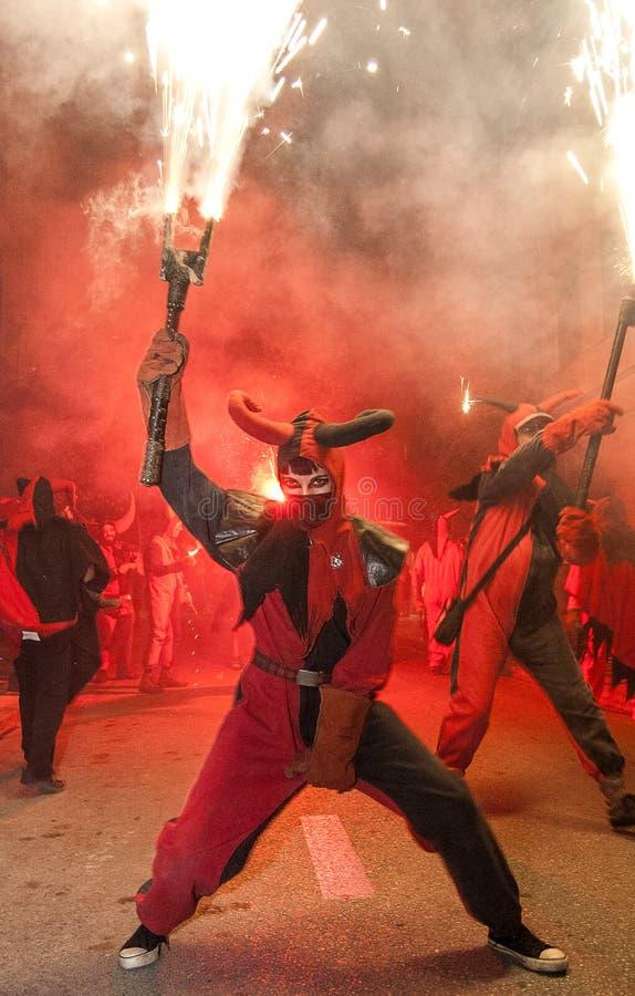 Партия Correfoc на годовщине испанской конституции стоковые фото