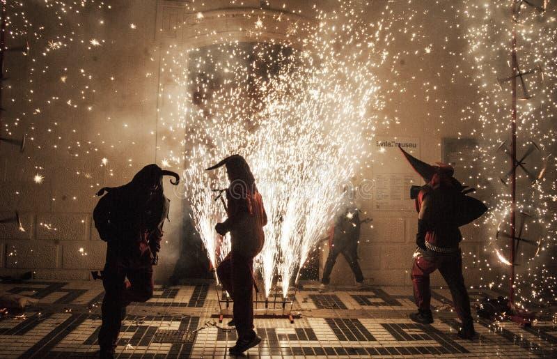 Партия Correfoc на годовщине испанской конституции стоковые изображения rf