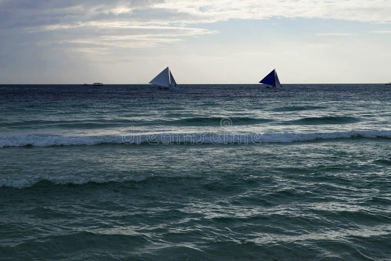 Парусники над бурным морем стоковая фотография rf