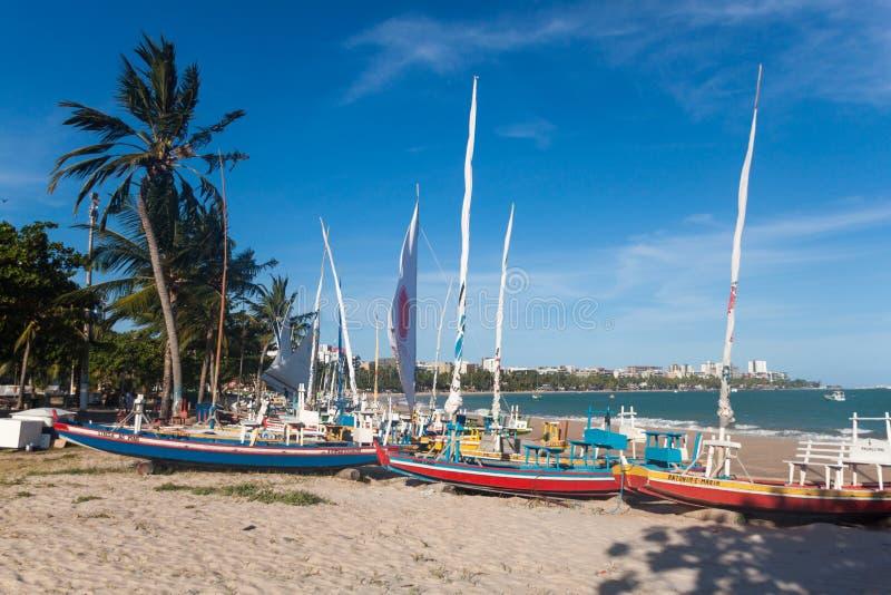Парусники на пляже стоковая фотография