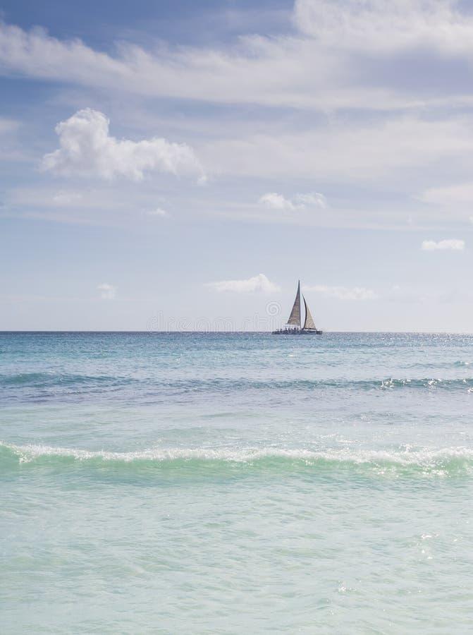 Парусник в острове Saona, Punta Cana, Доминиканской Республике стоковые изображения rf