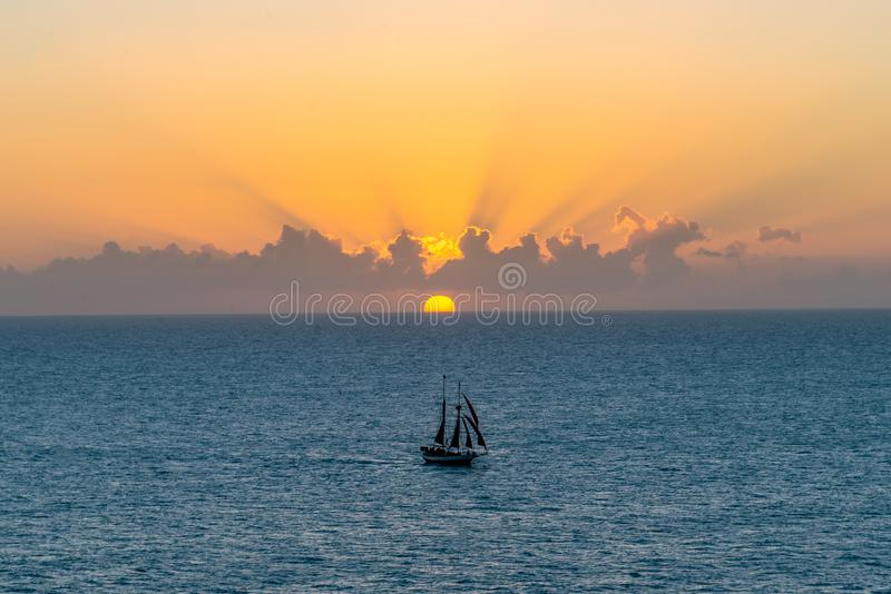 Парусник на заходе солнца в Key West стоковая фотография rf