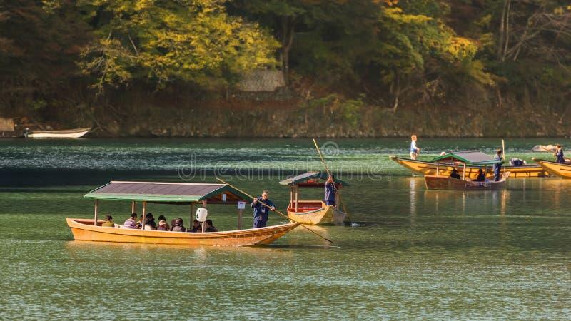 Парусник на ib Arashiyama реки Katsuragawa стоковые фотографии rf