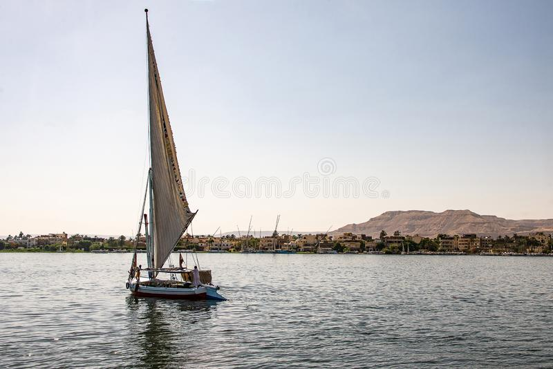 17 05 Парусник felucca 18 Асуан Египет на западном береге Нила стоковые изображения rf