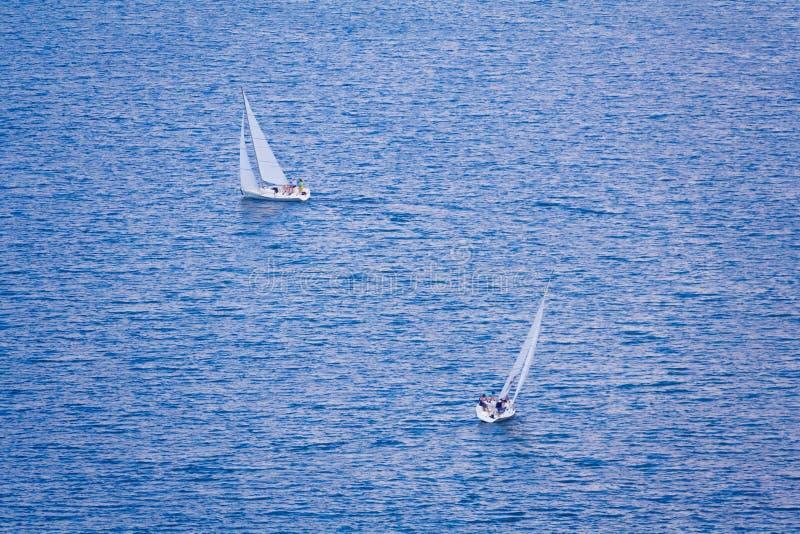 2 парусного судна на открытом море стоковые фотографии rf