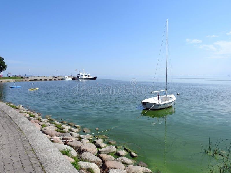 Парусное судно в вертеле Curonian, Литве стоковые фото