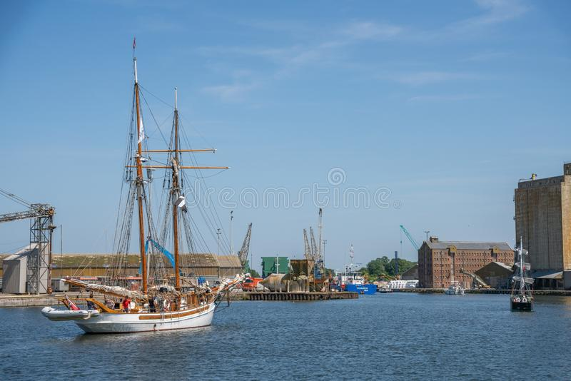 Парусное судно Anny в доках сметливости, Великобритания стоковые фотографии rf
