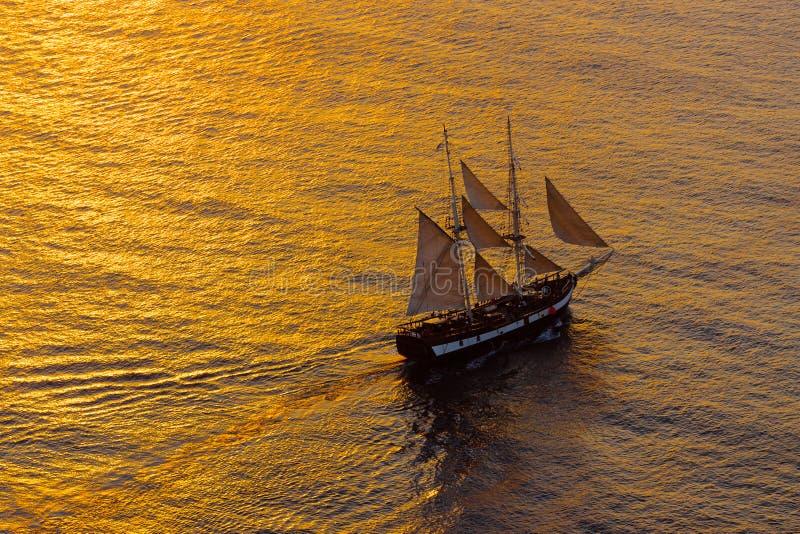 Download Парусное судно в вечере стоковое фото. изображение насчитывающей среднеземноморск - 33728052