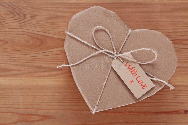 Парцелла сердца посланная с влюбленностью стоковое фото