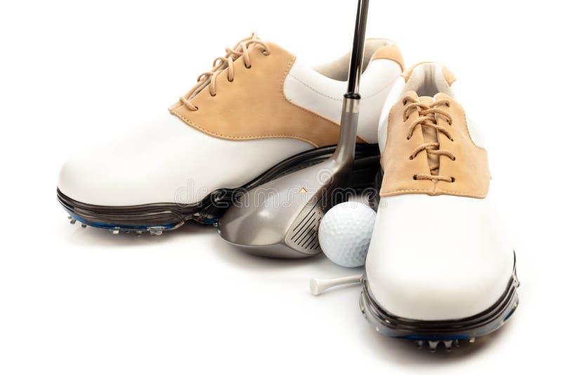 Пары ботинок гольфа с клубом, шариком и тройником стоковая фотография