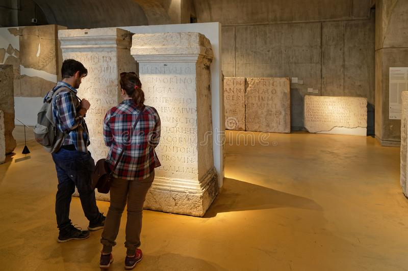 Пары внутри Lugdunum, римский музей стоковые изображения rf