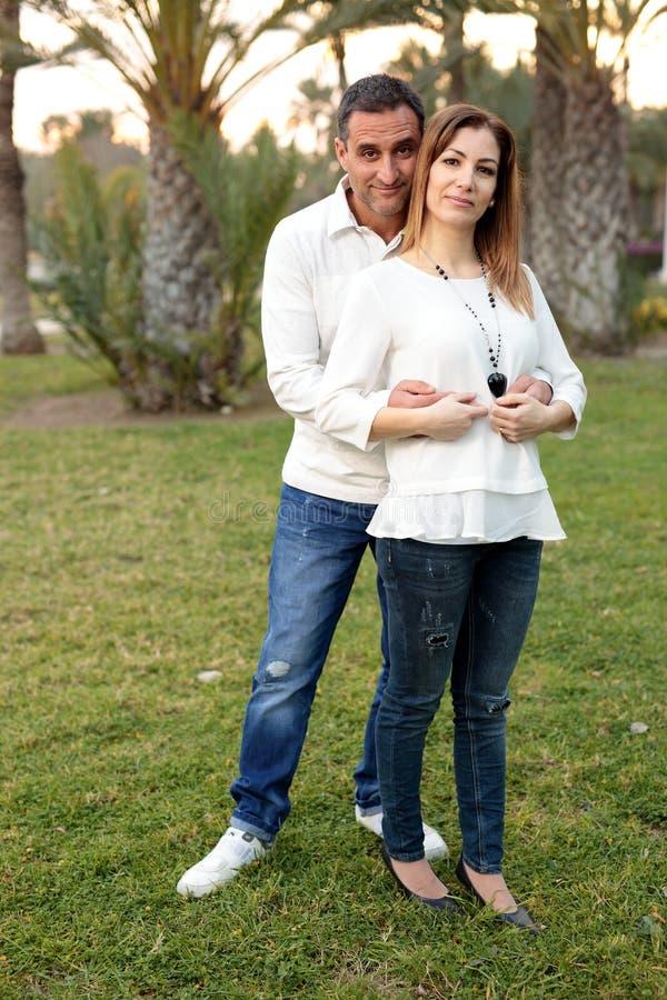 Пары в парке в Elche стоковая фотография