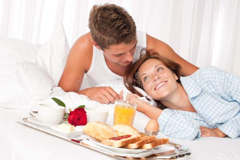пары завтрака имея детенышей роскоши сь стоковые фото