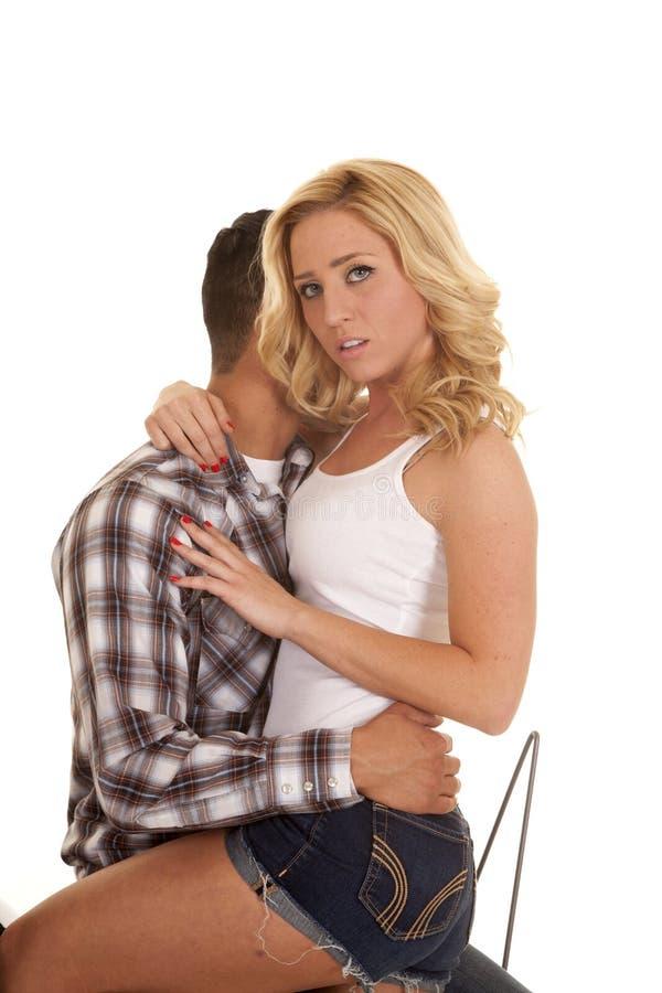 Пары закрывают западную рубашку она смотрит серьезной стоковое изображение rf