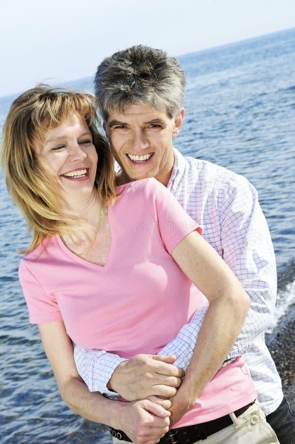 пары зреют романтичное стоковое фото