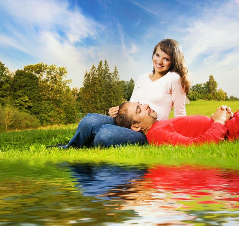 пары любят outdoors стоковое фото rf