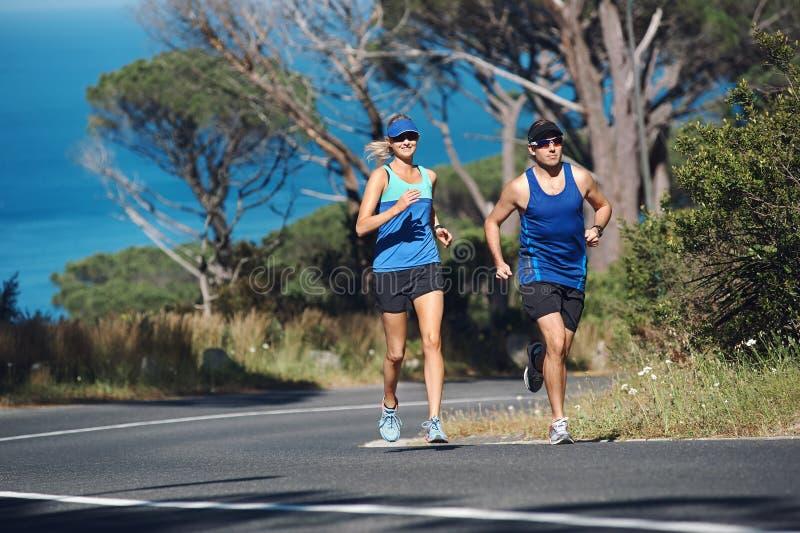 Download Пары марафона стоковое изображение. изображение насчитывающей марафон - 40579933