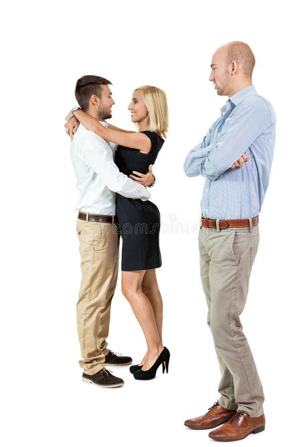 Пары молодого человека несчастные ревнивые позади стоковая фотография rf